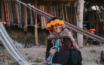 Indigene Mode aus Peru, Handstrick-Künstler